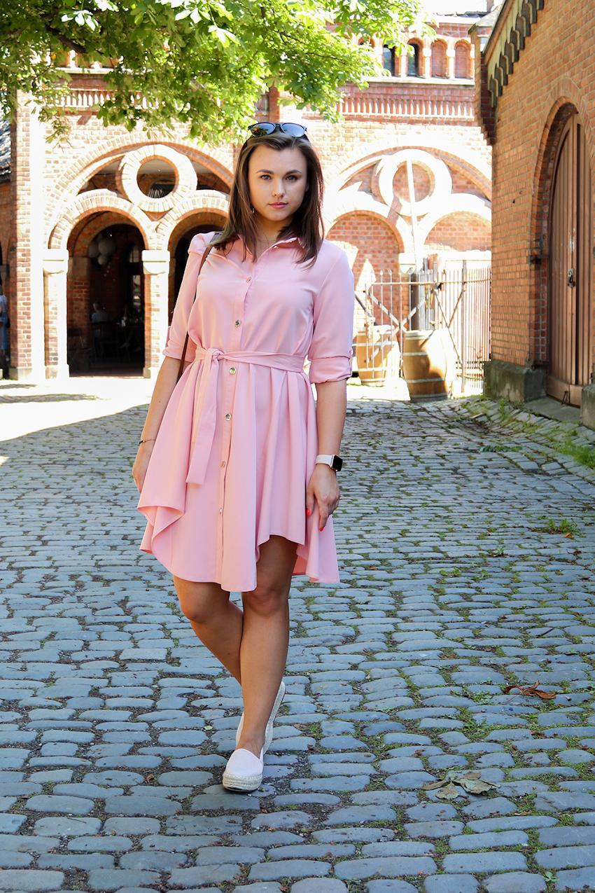 Różowa sukienka i espadryle