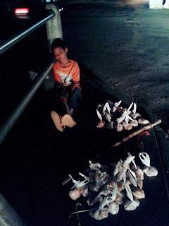 Perjuangan Hidup Seorang Anak Mengais Rejeki di Kota Makassar