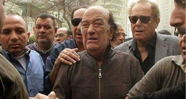 قصة غريبة جدا وراء صورة بكاء حسن حسني وعلاقتها بمحمود عبد العزيز