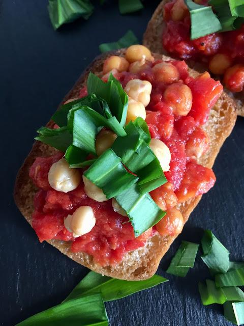 Knusprige Focaccia-Brote, Rezept glutenfrei & vegan, Schnitzer, Minimalismus: Zubereitung einfach + schnell, Healthy Food Style, Blog, Rezeptinspirationen für jeden Tag, gesund und lecker, Rezeptideen, schnelle Rezepte, entdecken, leicht