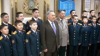 Иллюстративное фото: казахстанские курсанты на встрече с президентом страны