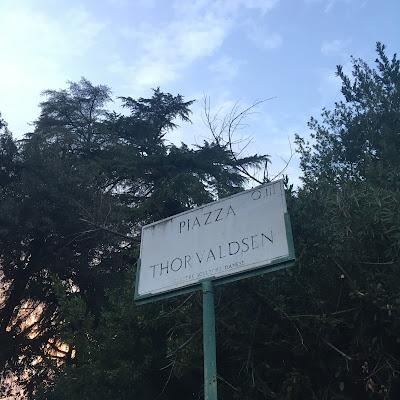 targa stradale Piazza Thorvaldsen