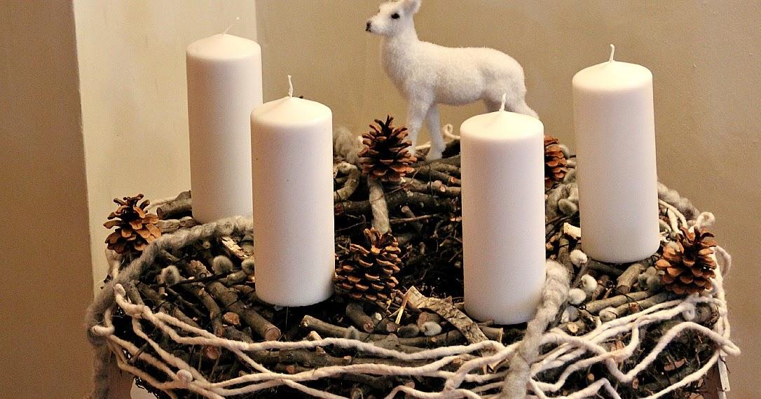 adventskranz mit weissen kerzen deko hoch drei. Black Bedroom Furniture Sets. Home Design Ideas