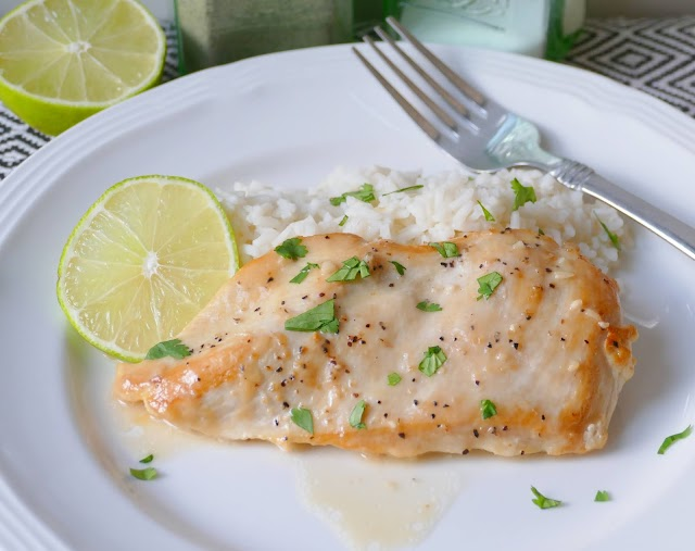 Chicken breast with rice, lime, sauce and cilantro