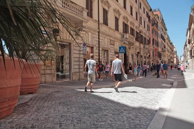Via del Babuino para comprar lembrancinhas e souvenirs em Roma