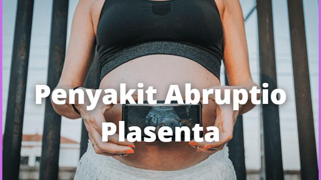 Apa Itu Penyakit Abruptio Plasenta : Pengertian, Tanda dan Gejala, Penyebab, Faktor Risiko Pengertian Abruptio Plasenta Abruptio Plasenta adalah lepasnya plasenta sebelum waktunya. Hal ini jarang terjadi namun merupakan komplikasi yang serius dalam kehamilan.   Plasenta memberikan nutrisi pada bayi selama kehamilan. Pada abruptio, plasenta lepas dari dinding dalam rahim sebelum kelahiran. Abruptio plasenta dapat dibagi menjadi 3 stadium, I, II, dan III, dari ringan hingga berat.  Tanda dan Gejala Abruptio Plasenta Gejala yang sering terjadi pada abruptio plasenta yaitu: Perdarahan rahim, kontraksi rahim yang tidak normal, dan gawat janin yang dapat diperiksa dari denyut jantung janin Kontraksi rahim yang sangat nyeri Lemas, tekanan darah rendah, denyut jantung cepat, nyeri perut, dan nyeri punggung  Selain itu, gejala yang muncul dapat berbeda tergantung pada tingkat keparahan abruptio plasenta (stadium I, II, dan III): Stadium I: perdarahan ringan dari vagina, kontraksi ringan pada rahim, tanda vital stabil, dan denyut jantung janin tetap. Waktu pembekuan darah normal Stadium II: perdarahan sedang, kontraksi yang tidak normal, tekanan darah rendah, gawat janin, dan kelainan dalam pembekuan darah Stadium III: stadium ini merupakan stadium yang paling berat; gejalanya berupa perdarahan dan kontraksi hebat, tekanan darah rendah, kematian janin, dan darah sulit membeku  Penyebab Abruptio Plasenta Penyebab utama abruptio plasenta tidak diketahui dengan jelas, namun ini bukanlah kondisi penyakit turunan.  Trauma saat kehamilan dapat menyebabkan abruptio plasenta: Trauma langsung pada daerah perut (karena jatuh, kecelakaan mobil, terpukul atau jatuh saat bekerja) Akibat luka jarum suntik di plasenta pada tempat yang salah, perdarahan, hematoma terbentuk setelah saling mengelupas  Faktor Risiko Abruptio Plasenta Ada banyak faktor risiko untuk Abruptio plasenta, yaitu: Riwayat abruptio plasenta: Jika Anda pernah mengalami abruptio plasenta pada kehamilan sebelumnya, Anda be