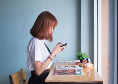 5 Hal Yg Bisa Cewek Lakukan Saat Menunggu Balasan Chat Cowok