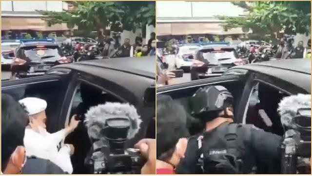 Viral Video Polisi Bersenjata Menendang ke Arah Habib Rizieq saat Masuk Mobil Tahanan