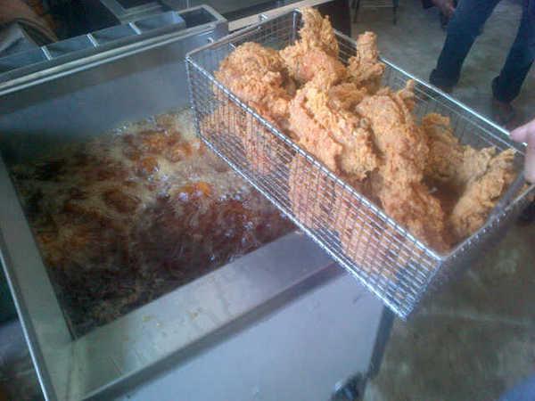 Mesin Menggoreng Kami Banyak Digunakan Untuk Pelbagai Jenis Makanan Seperti Ayam Itik Laut Daging Proses
