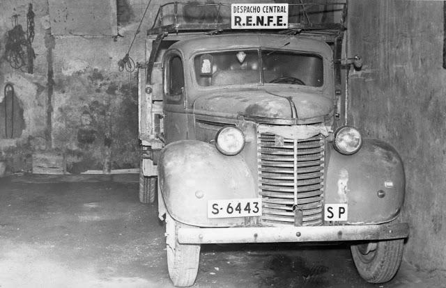 Chevrolet Truck remotorizado con motor Peugeot - foto obtenida de la web Històries del Transport de Catalunya