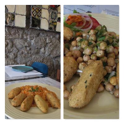 pratos com bolinhos de bacalhau e arroz de tomate e com salada de grãos