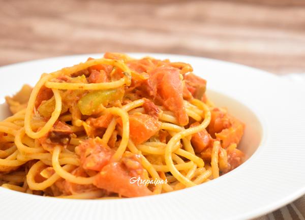 Espaguetis con Verduras y Paté de Atún. Vídeo Receta