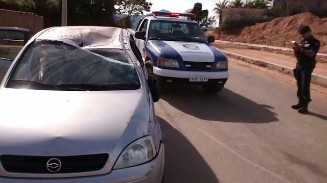 Motorista abandona local após capotar carro em Andradas,MG