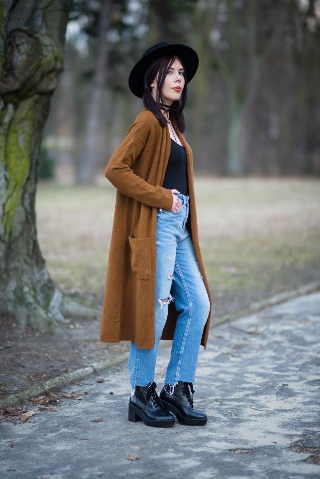 Dżinsy z dziurami i kabaretki stylizacja blog