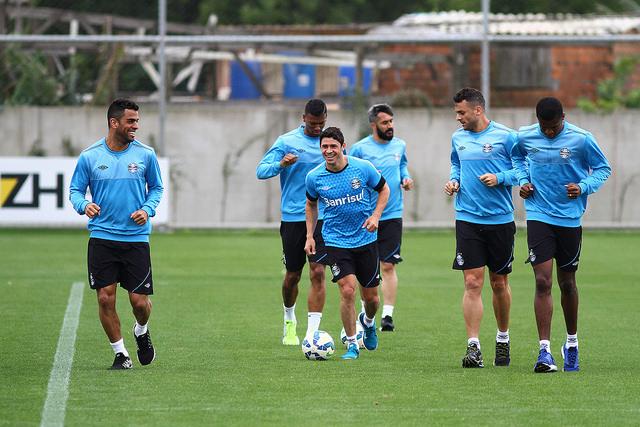 Grupo treinou durante a semana e deverá manter a mesma formação que venceu  o Santos. dd7d6989d4274