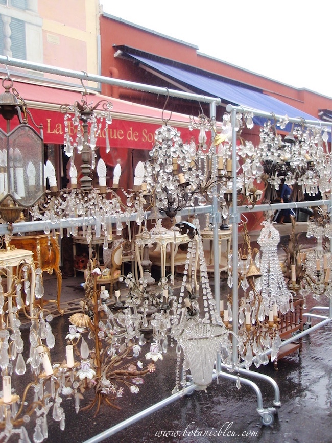 crystal-chandeliers-at-paris-flea-market