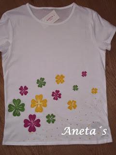 http://anetascamisetas.blogspot.com.es/2014/04/camiseta-muy-primaveral-pintada-con.html