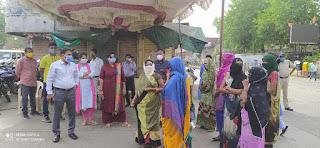 कर्फ्यू का उल्लंघन करने पर चालानी कार्यवाही करते हुए 61 लोगों से 6100 रु की राशि वसुल की गई