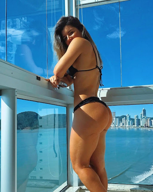 Vitoria-Gomes-playa-sexy