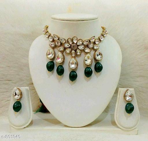 Trendy Kundan Choker Necklace Set