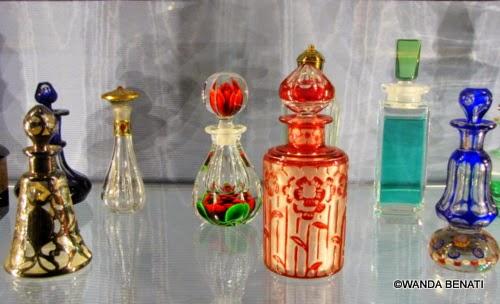 Flaconi antichi portaprofumo, dalla Collezione Storp, a Venezia