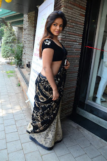 Neetu Chandra in Black Saree at Designer Sandhya Singh Store Launch Mumbai (23).jpg