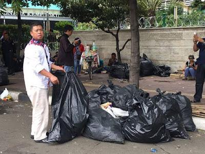 nusron wahid pungut sampah