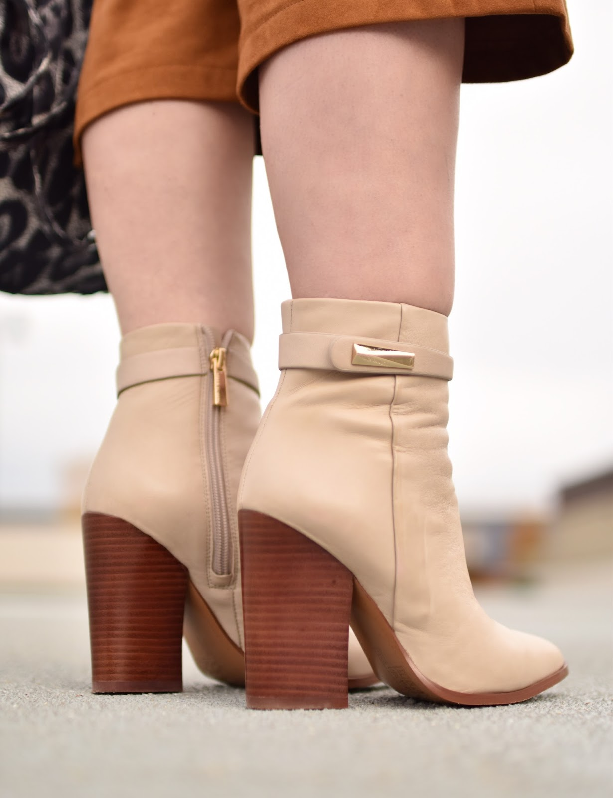 Outfit inspiration c/o Monika Faulkner - ivory Vince Camuto booties
