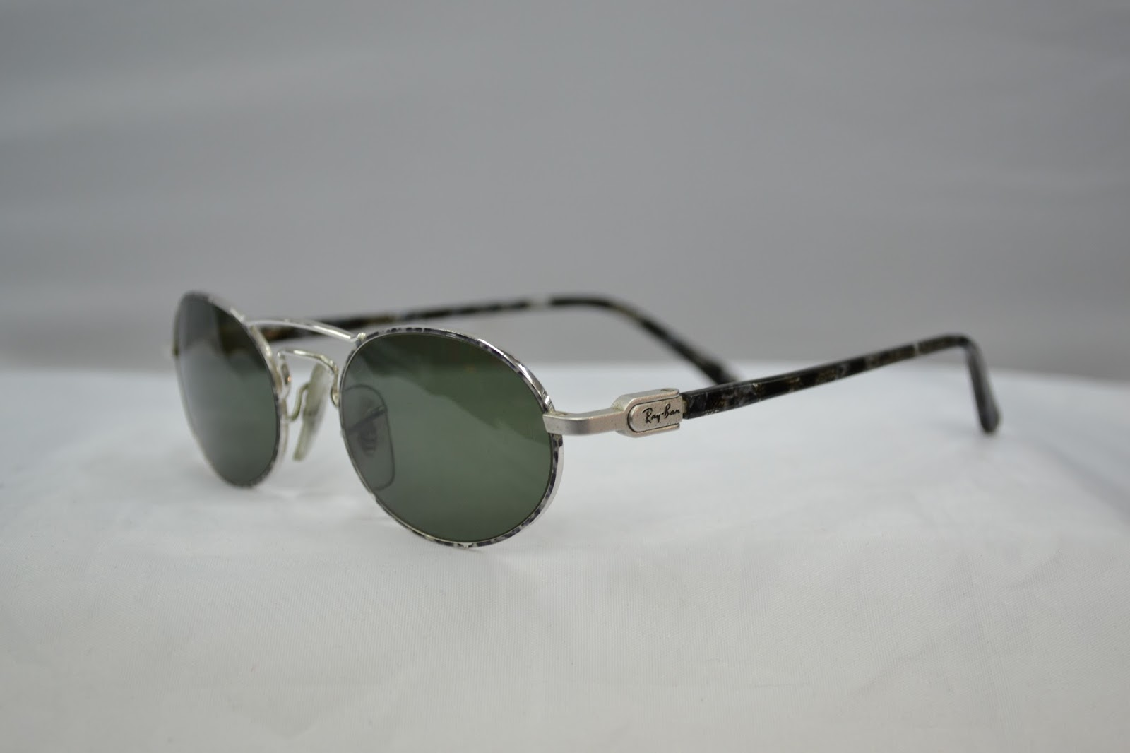 9a08c1dc49d Vintage sunglass  Vintage Ray Ban silver CHAOS oval SUNGLAS w2009 ...