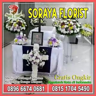 Dekorasi Bunga Altar Salib di Gereja