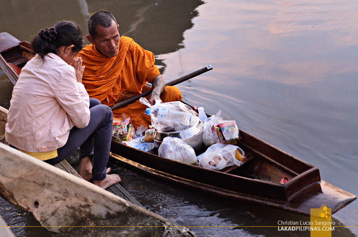 Amphawa Floating Market Dawn Alms Giving