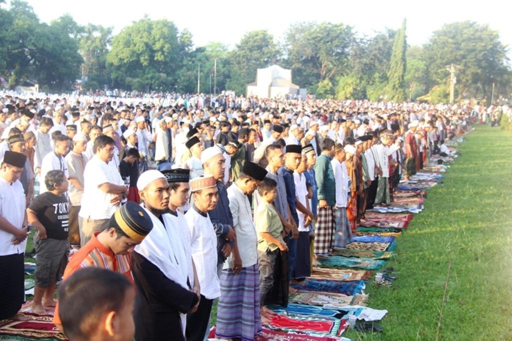 Plt Bupati Subang Sholat Idul Fitri 1437 H di Alun-alun Bersama Ribuan Masyarakat