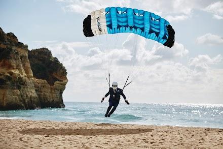 Hackett London präsentiert 'Landing in Style' | Der beste Werbeclip den Du in diesem Monat sehen wirst