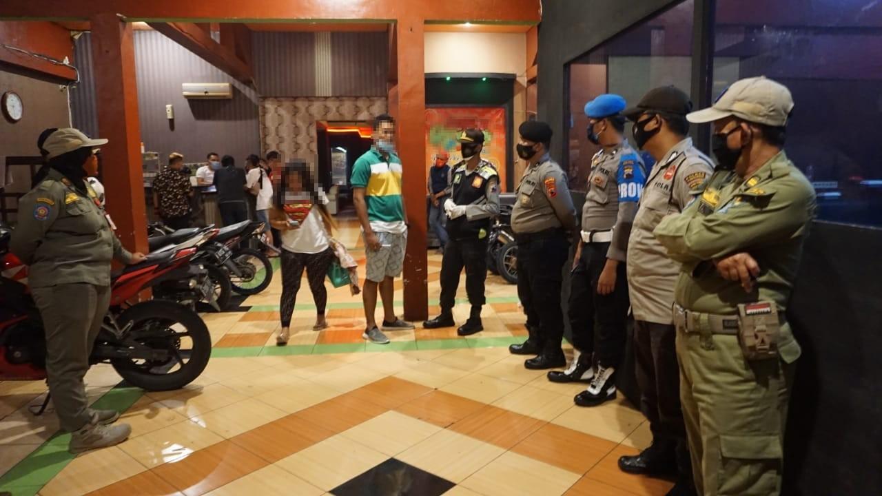 Cegah Penyebaran Covid-19, Polisi  Bubarkan Tempat Hiburan Karaoke