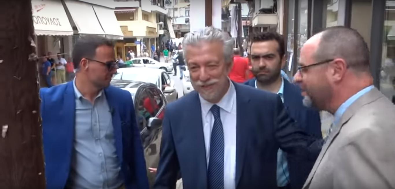 Εθνική οργή κατά Συριζαίων – «Προδότες… αλήτες»: Γιούχαραν Κοντονή – Τζάκρη έξω από το Ειρηνοδικείο Γιαννιτσών – Βόμβα Σγουρίδη για το μέλλον της Κυβέρνησης