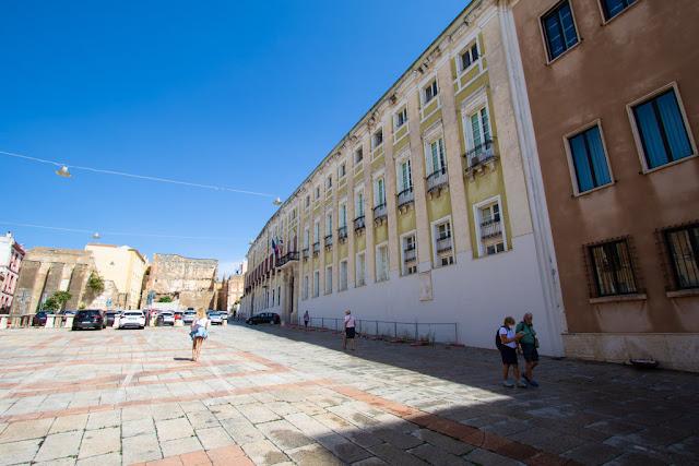 Piazza Palazzo-Prefettura-Quartiere Castello-Cagliari