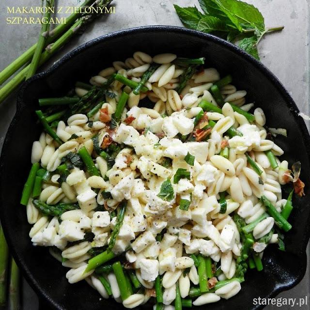 Makaron z zielonymi szparagami i boczkiem