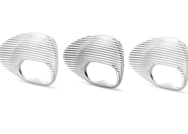 ee04be120c2 GEORGE JENSEN se uniu a arquiteta ZAHA HADID para criar uma coleção  capsula. São ao todo 8 peças entre anéis