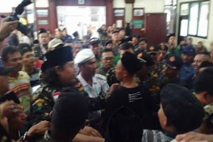 Bentrokan Usai Sidang Gus Nur, 2 Anggota FPI Dikeroyok Banser