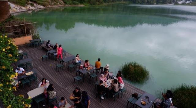 Cafe Objek Wisata Danau Linow
