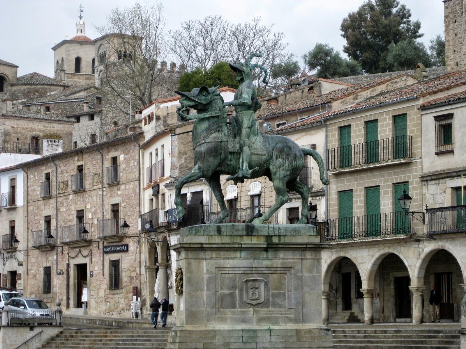 La Ruta de Isabel. Estatua del descubridor Pizarro en Trujillo