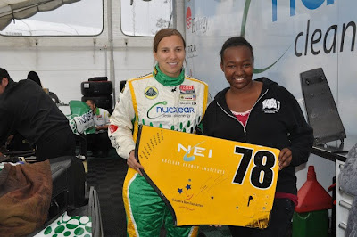 Simona De Silvestro, fan and a wing