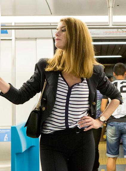 Figurino Livia (Aline Moraes), nova fase, Além do tempo, cena metro