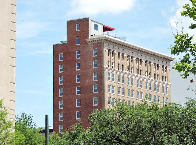 Iconic Hotel Icon - Downhown Houston