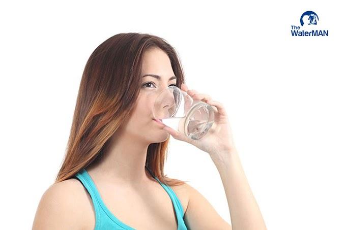 Vì sao tóc khỏe đẹp khi uống đủ nước?