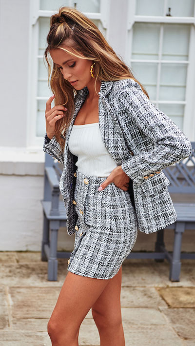 24 Cute Fall Outfits You Should Already Own. Clinch the waist with chunky belts and slip into shimmery satin and silk outfits, because these cute fall clothing are a staple this season. Fall Fashion via higiggle.com | blazer + skirt outfits | #fall #falloutfits #blazer #skirt