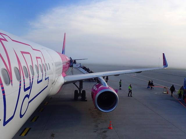 Samolot WizzAira na lotnisku w Katowicach