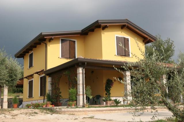 Progetti di case in legno casa 205 mq portico 38 mq for Ville con portico in legno