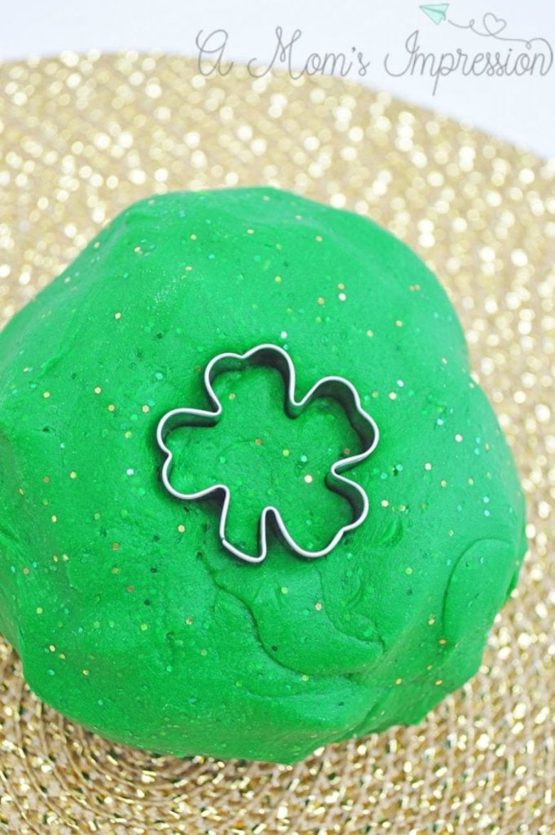 St Patricks day crafts for preschoolers - green glitter playdough