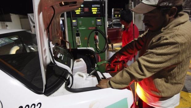 Ofrecen huachicoleros gasolina a 8 pesos en Puebla